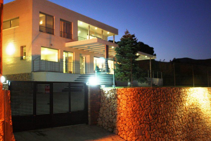 fachada nocturna
